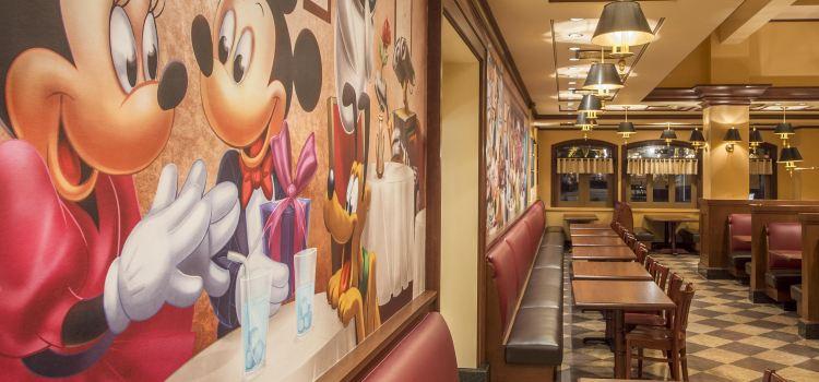 Mickey & Pals Market Café2