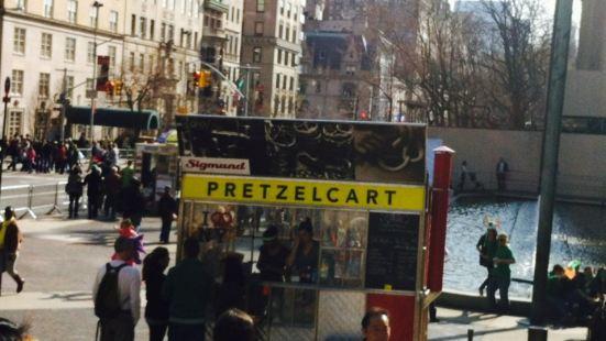 Sigmund Pretzel Cart