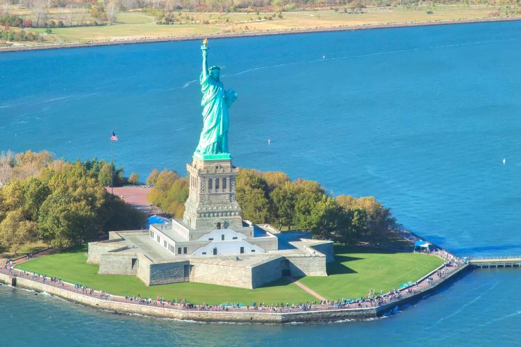 Statue of Liberty: Helicopter Flight Services