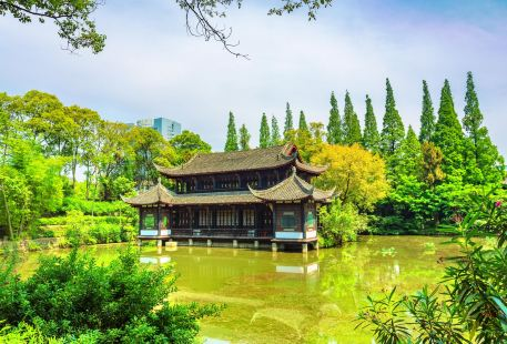 Baoguang Temple and Gui Lake