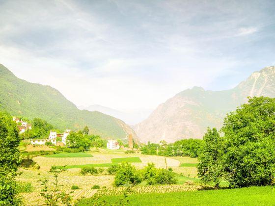 Zhonglu Tibetan Village