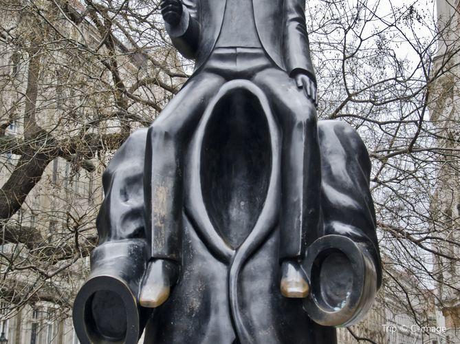 Kafka Monument2
