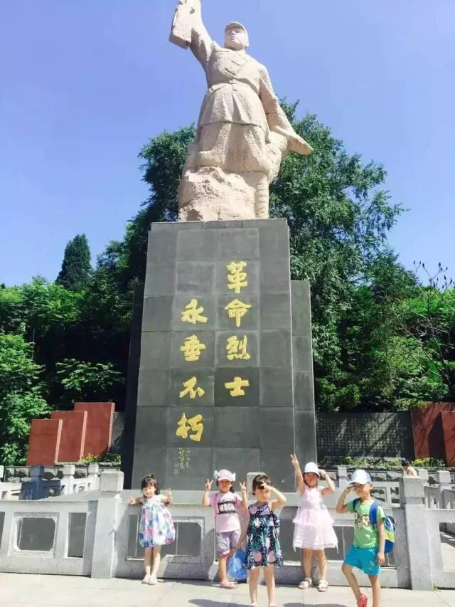Donggangshi Geming Lieshi Monument