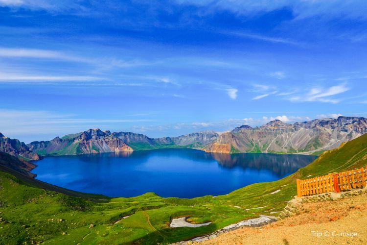 Heaven Lake on Changbai Mountain1
