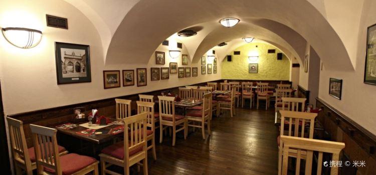 Mustek Restaurant2