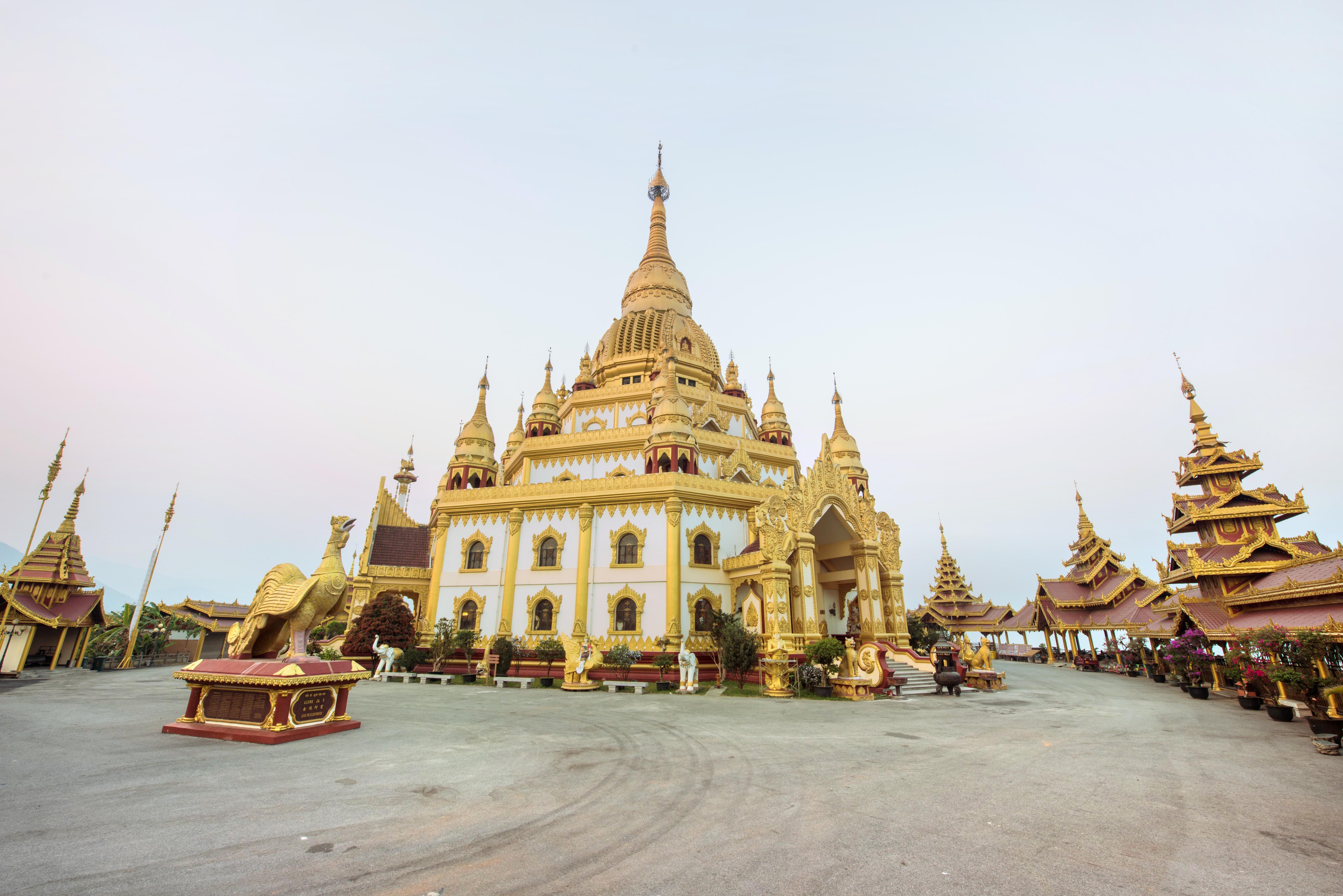 Menghuan Grand Golden Pagoda