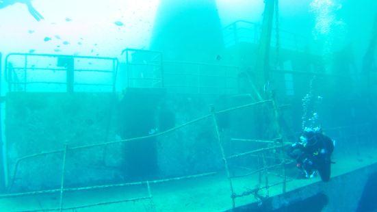 Um El-Faroud Wreck