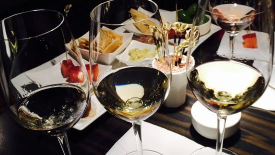 Bubbles & Wines Winebar and Champagne Bar