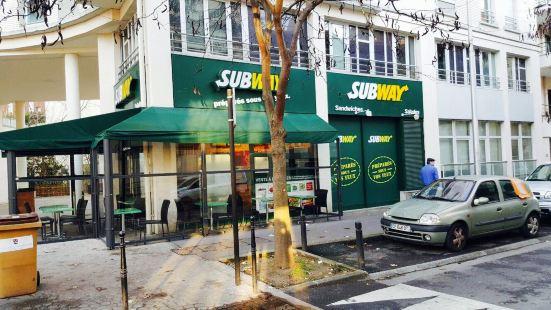Subway Courbevoie