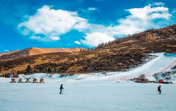 Zhegushanzirangongyuan Ski Field2