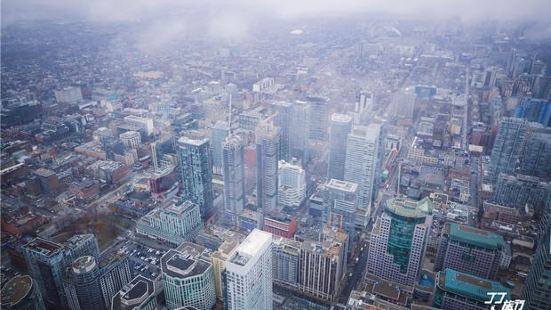 加拿大國家電視塔360度旋轉餐廳