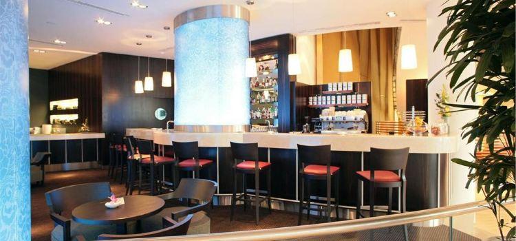 Piano Bar & Lobby1