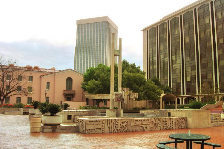 Pioneer Plaza2