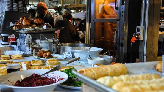 La Cigale Bistro & Cafe