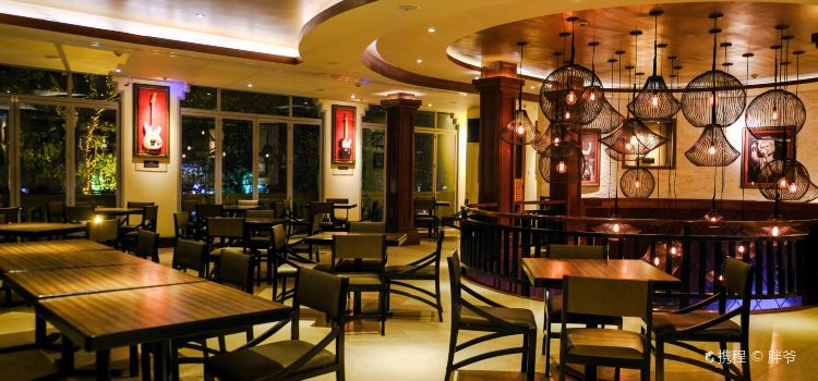 Hard Rock Cafe Angkor2