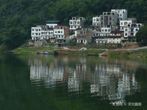 Dalong Lake Scenic Area