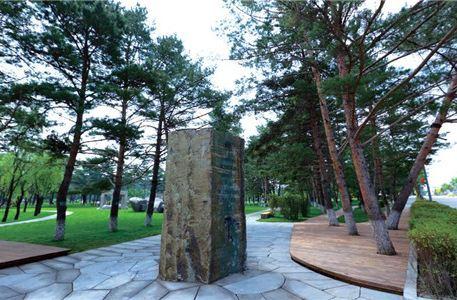 Zhangbai Shan Meirensong Diaosu Park