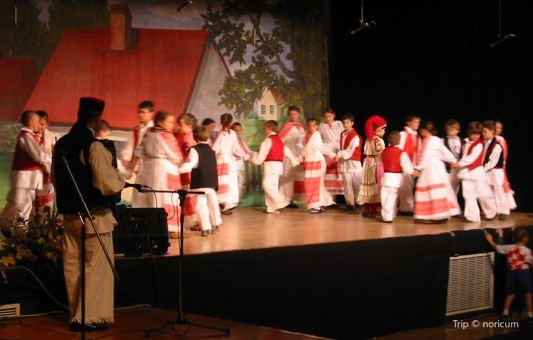 Folklorama1