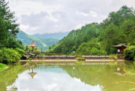 East-West Rock Scenic Resort