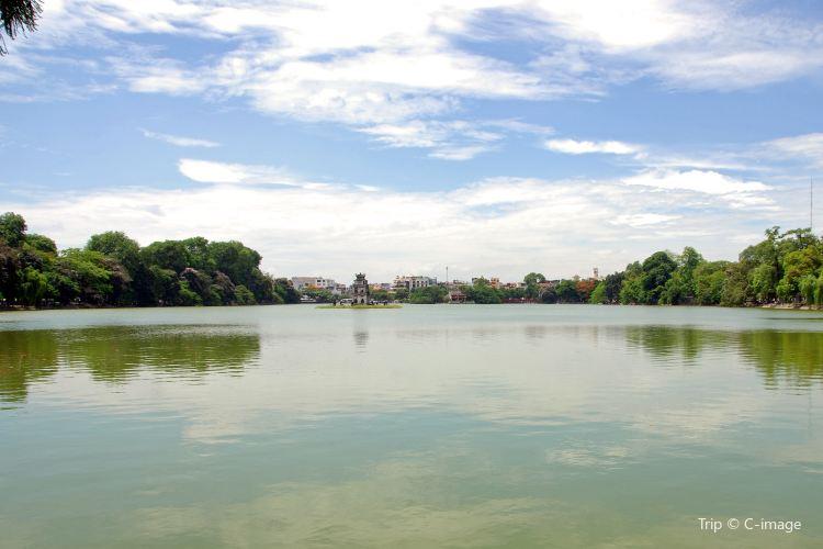 Hoan Kiem Lake4