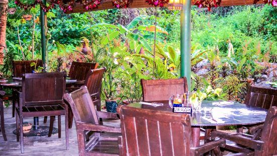 Mangoes Bar and Grill
