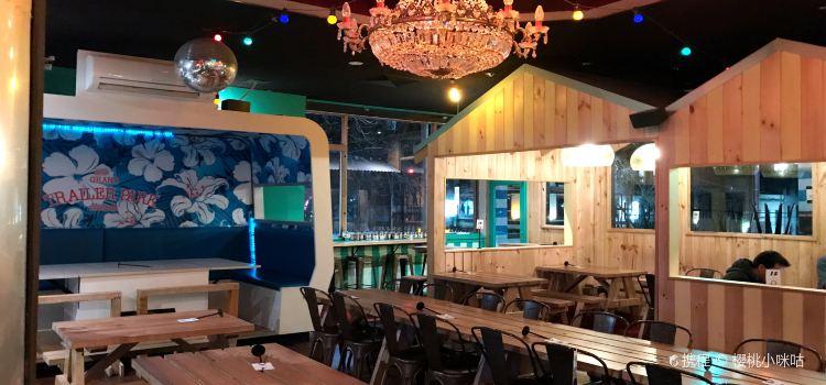Grand Trailer Park Taverna1