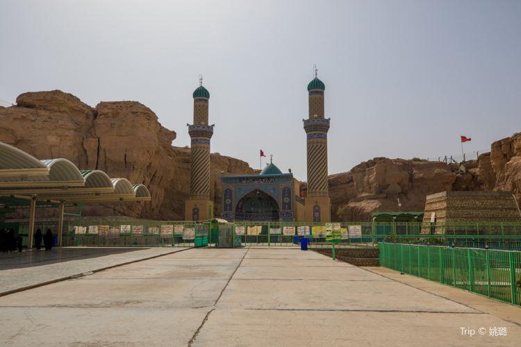 Imam Ali's Dropper Shrine1