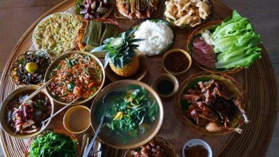 曼龍匡大青樹傣家風味餐廳