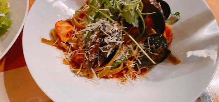 Apetit Restaurant3