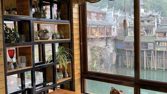 臨江餐館二樓美食部落