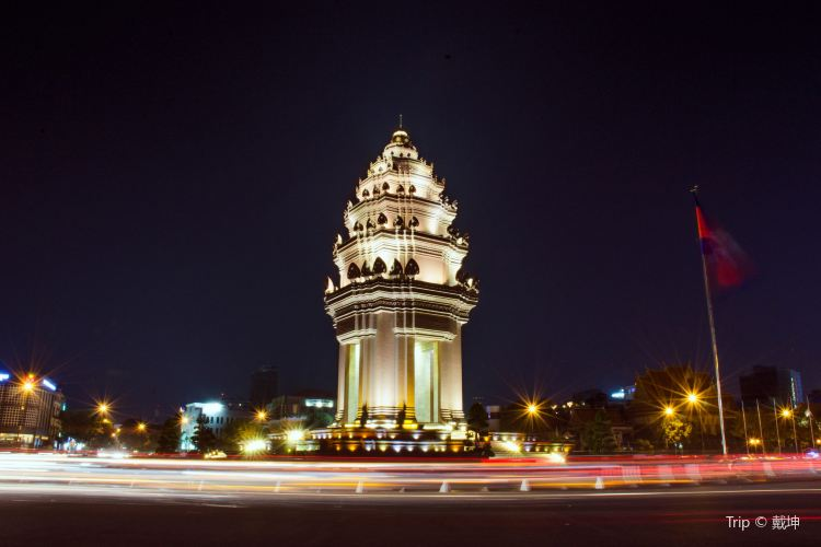 Independence Monument4