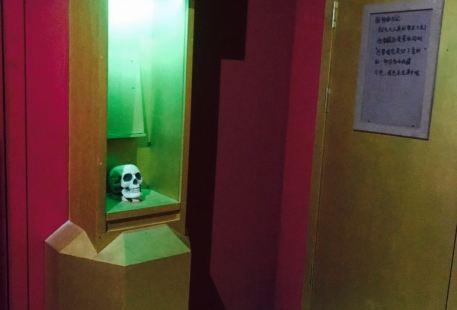 Brain Bulai'en Zhenren Jixie Escape Room (zhongjie)