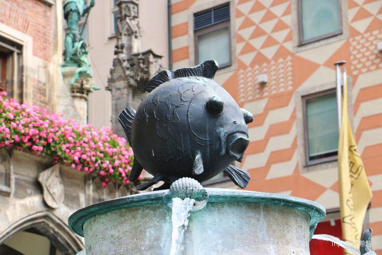 Fischbrunnen1