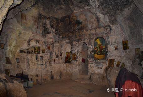 Cave of Agioi Theodoroi (Σπήλαιο Αγίων Θεοδώρων)
