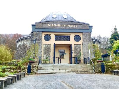Nibelungenhalle