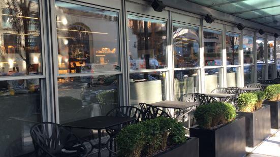 Giovane Cafe + Eatery + Market