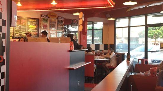 Teddy's Bigger Burger Koko Marina Center