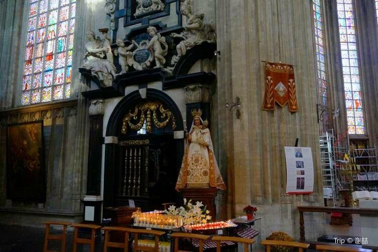 Notre Dame du Sablon2