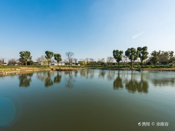 Ehu Lake Rose Culture Park