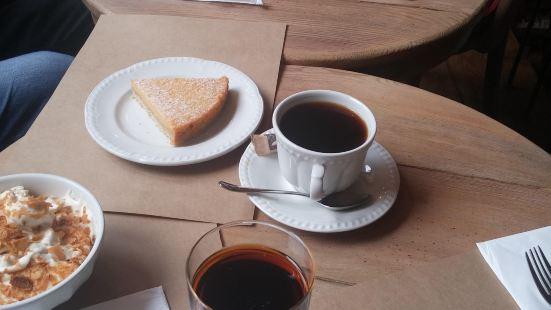 DoubleDecker Cake & Coffee