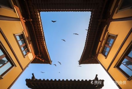 Huguo Temple
