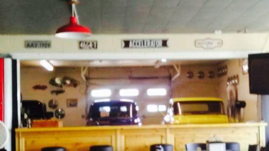Berts Growler Garage