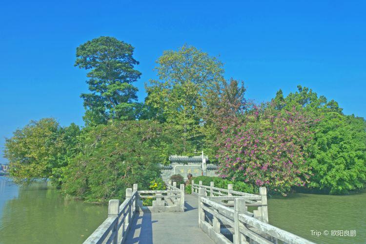 Hundred Flower Pond (Bai Hua Zhou)2