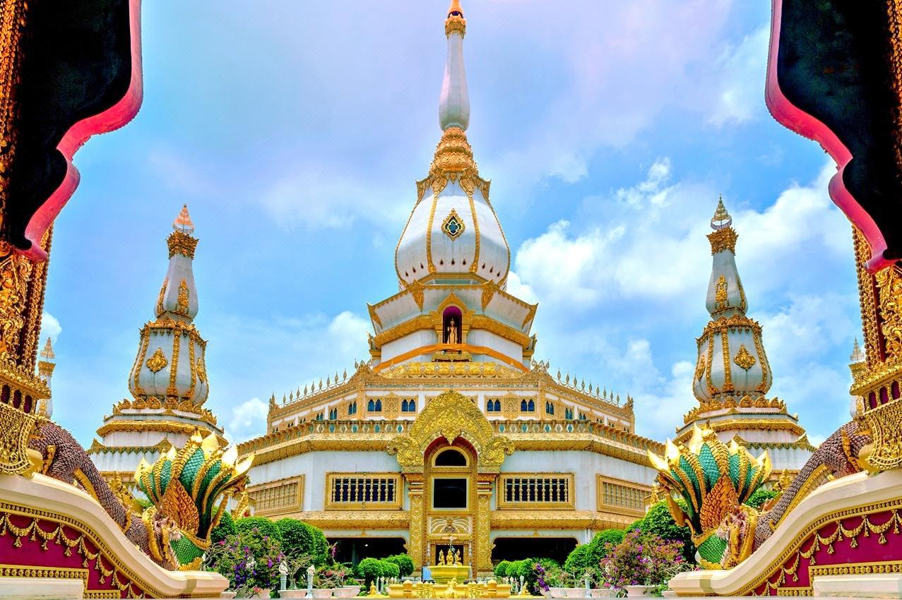 Phra Maha Chedi Tripob Trimongkol