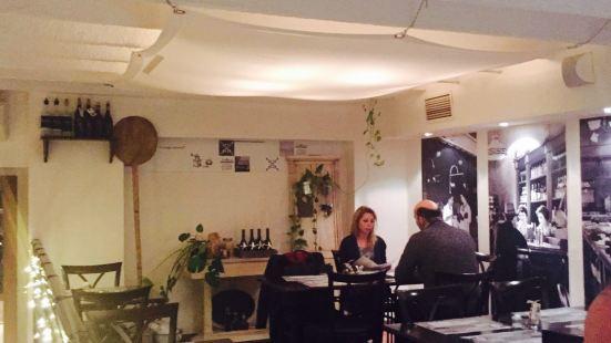 Stelázsi Café, Restaurant and Wine Bar