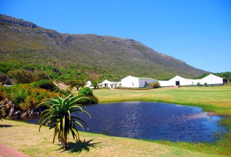 Chandelier Game Lodge & Ostrich Show Farm