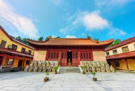Huading Temple