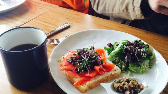 Drift Sidewalk Cafe & Vista Lounge