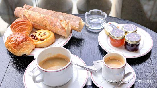 Cafe Marly