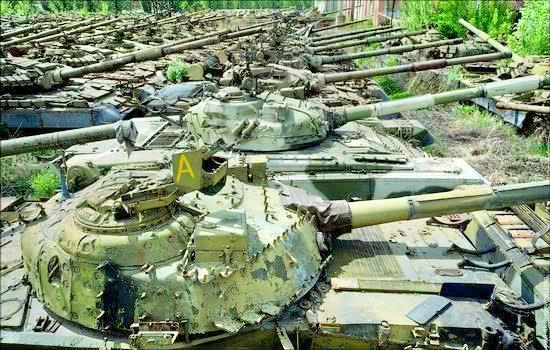 """烏克蘭""""坦克墳場"""""""